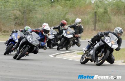 Yamaha_R15_Championship