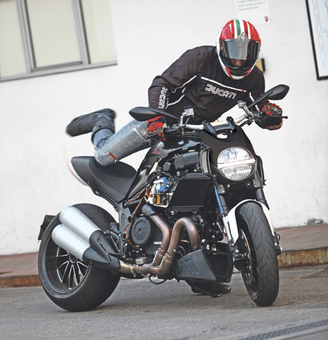 1-Ducati_Diavel