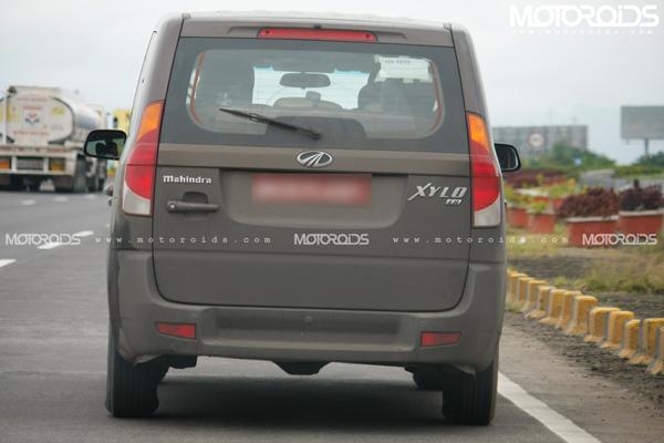2011-Mahindra-Xylo-Micro-Hybrid-tailgate-taillights