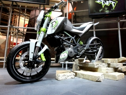 KTM-125-Avatar-Stunt-Opener