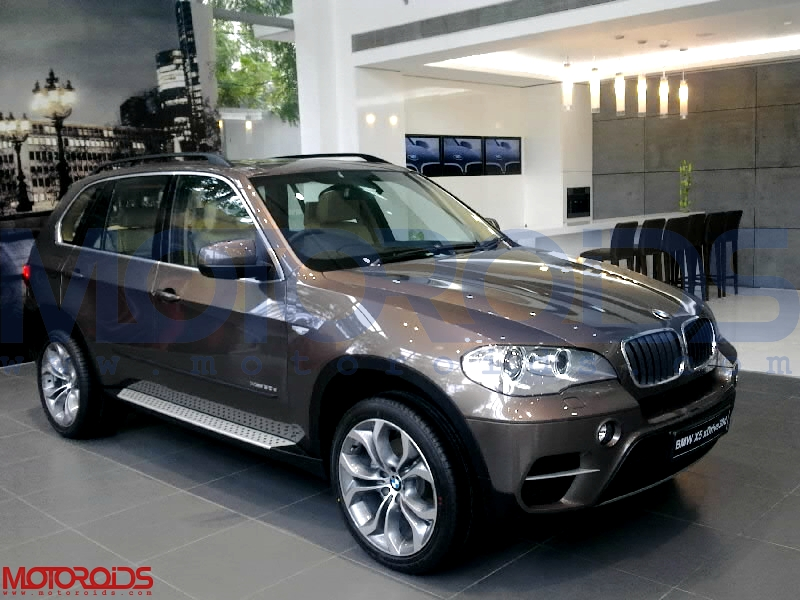 2011-BMW-X5-xDrive50i-and-xDrive30d-for-India