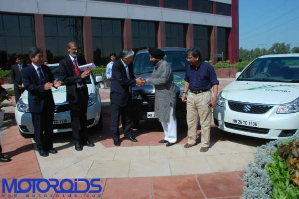 SX4-Hybrid-and-EECO-charge-electric