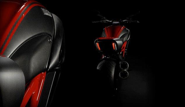 2011-Ducati-Diavel-2