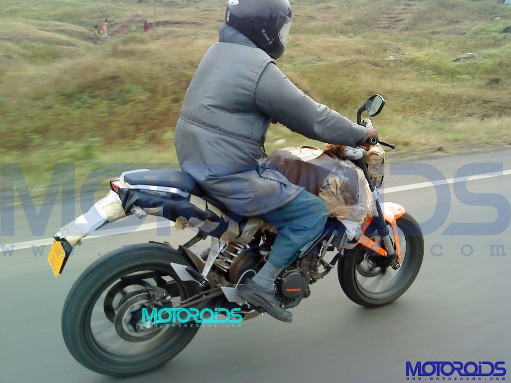 2011-KTM-125-Duke-caught-testing-in-India