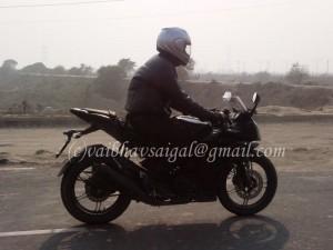 2011-Yamaha-R15-2-300x225