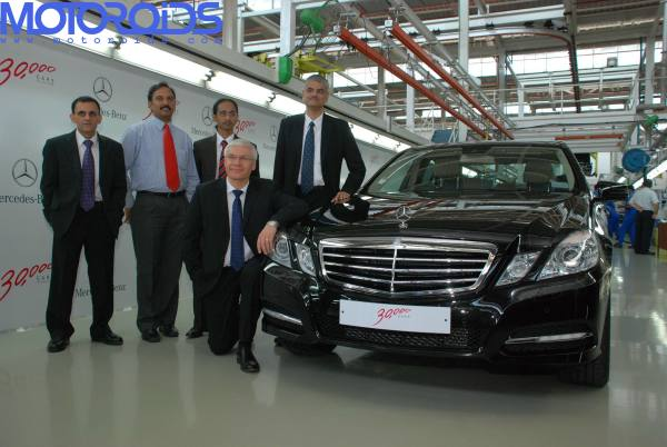 Pic-1_Mercedes-Benz-30000th-cars-rollout