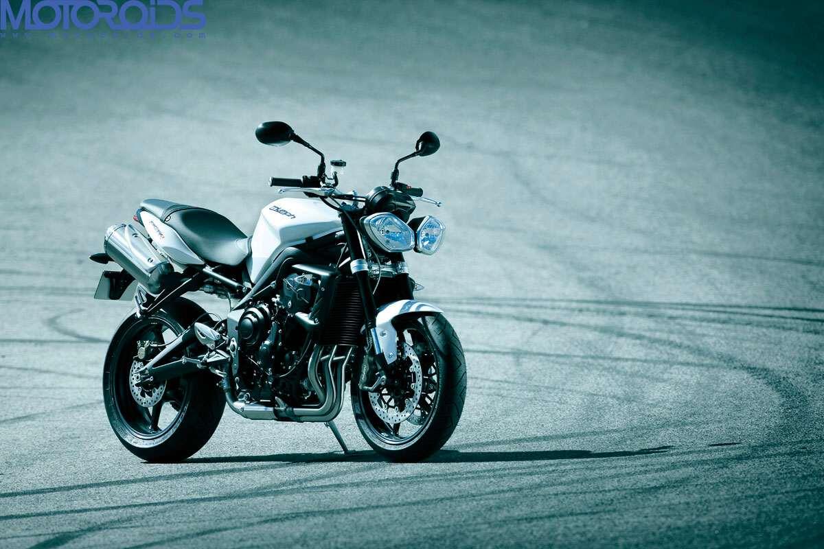 2012-Triumph-Speed-Triple-7