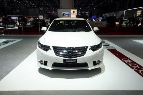 European-Honda-Accord-2011_2