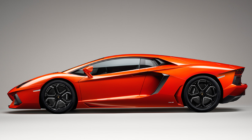 Lamborghini-Aventador-profile