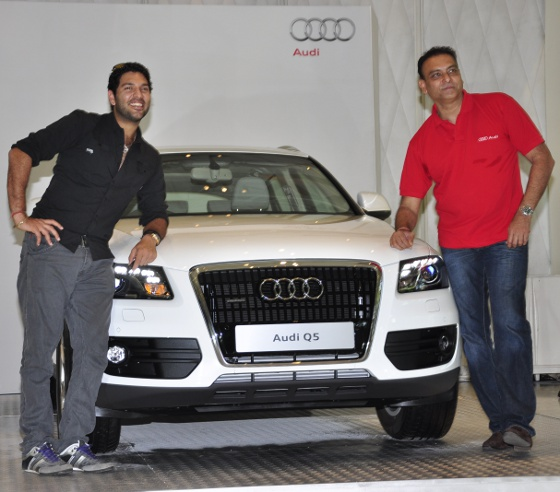Yuvraj-Singh-and-Ravi-Shastri-with-the-2011-Audi-Q5-Crossover-SUV