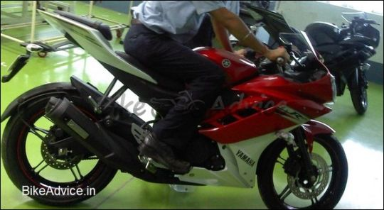 2011-New-Yamaha-R15