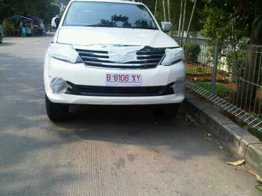 2012-Fortuner-face-lift-spy-pic