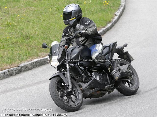 2012-Honda-CBF700