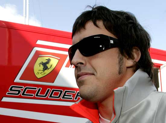 Fernando-Alonso-with-ferrari-till-2016