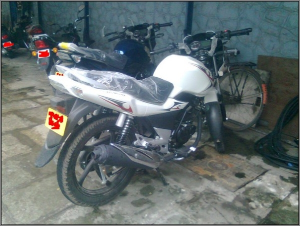 2012-Suzuki-GS150R-4