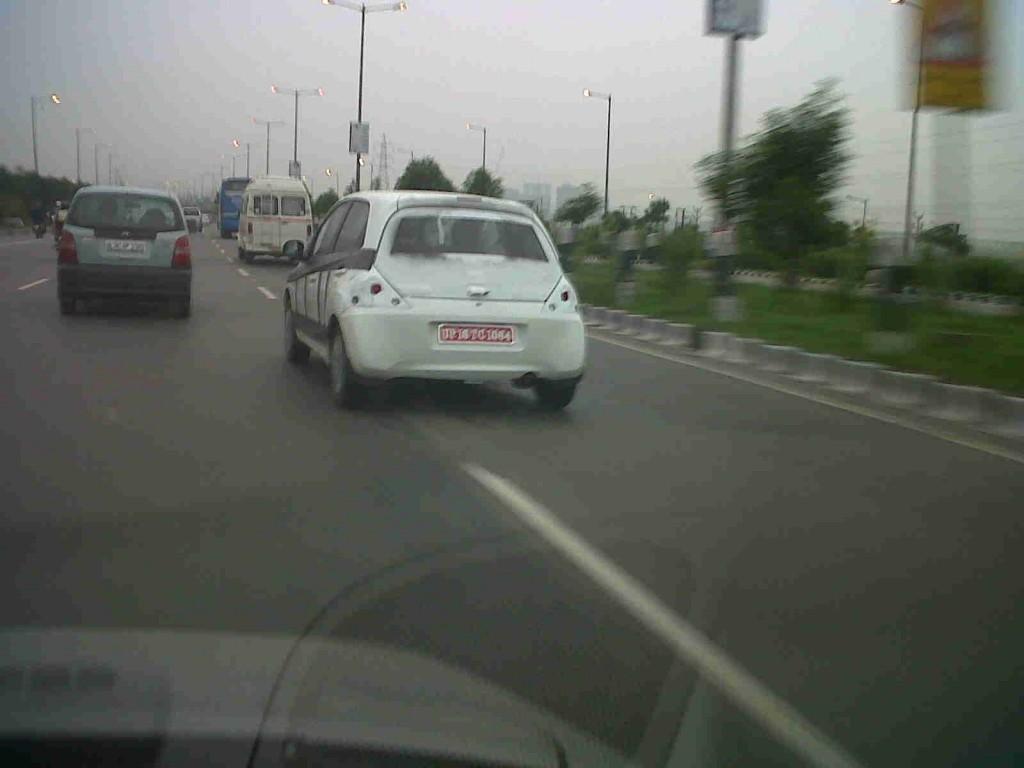 Honda-Brio-Hatchback-Spyshot-2-1024x768