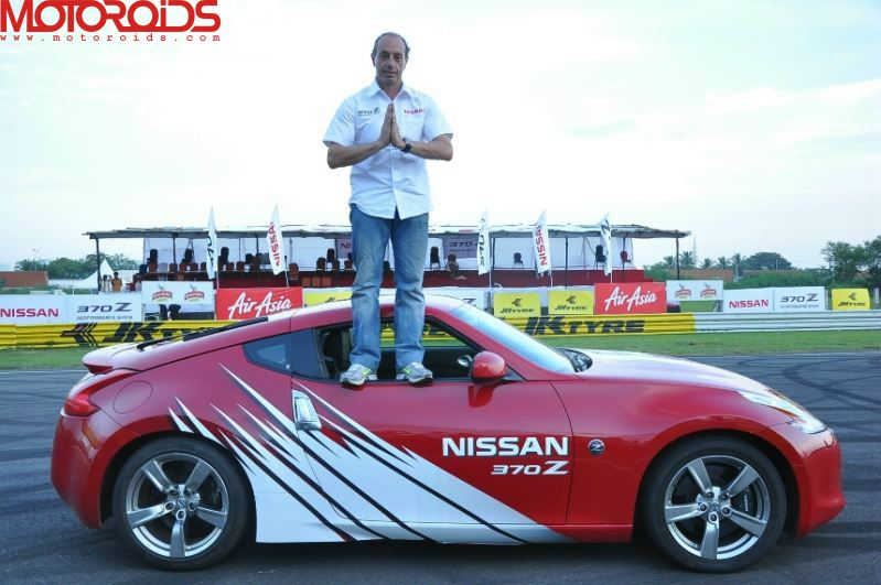 Terry Grant drifts the Nissan 370Z at MMRT, Chennai