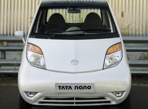 tata-nano-fire-anand-492x600