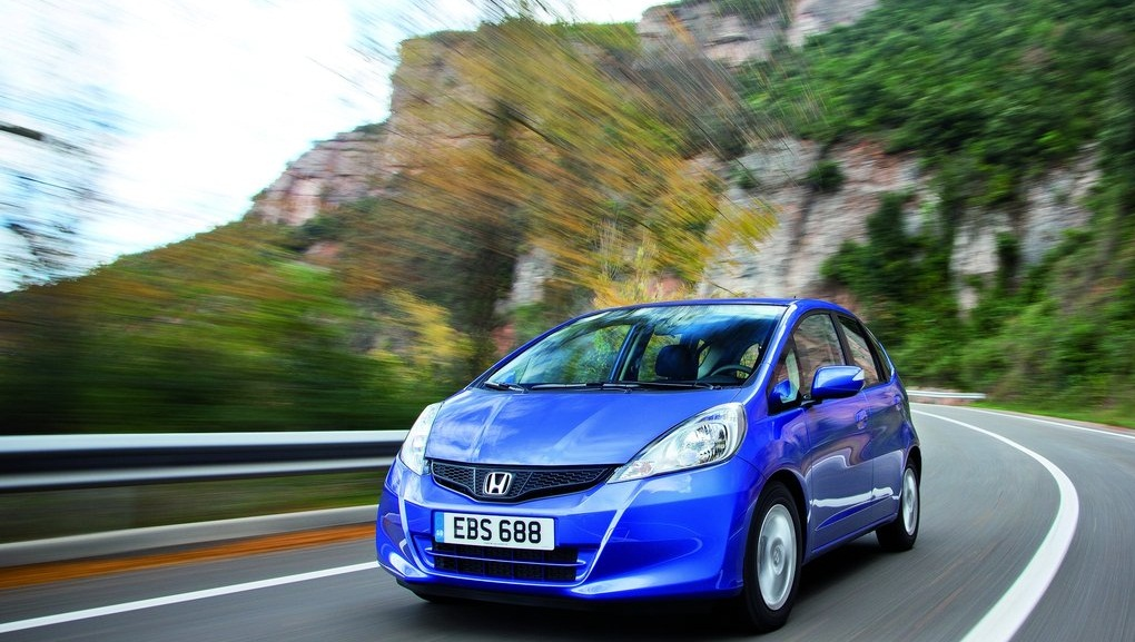 Honda-Jazz_2011_1024x768_wallpaper_09