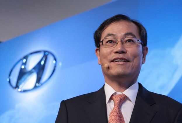 Steve-Yang-Hyundai-Co-CEO-left1-623x421