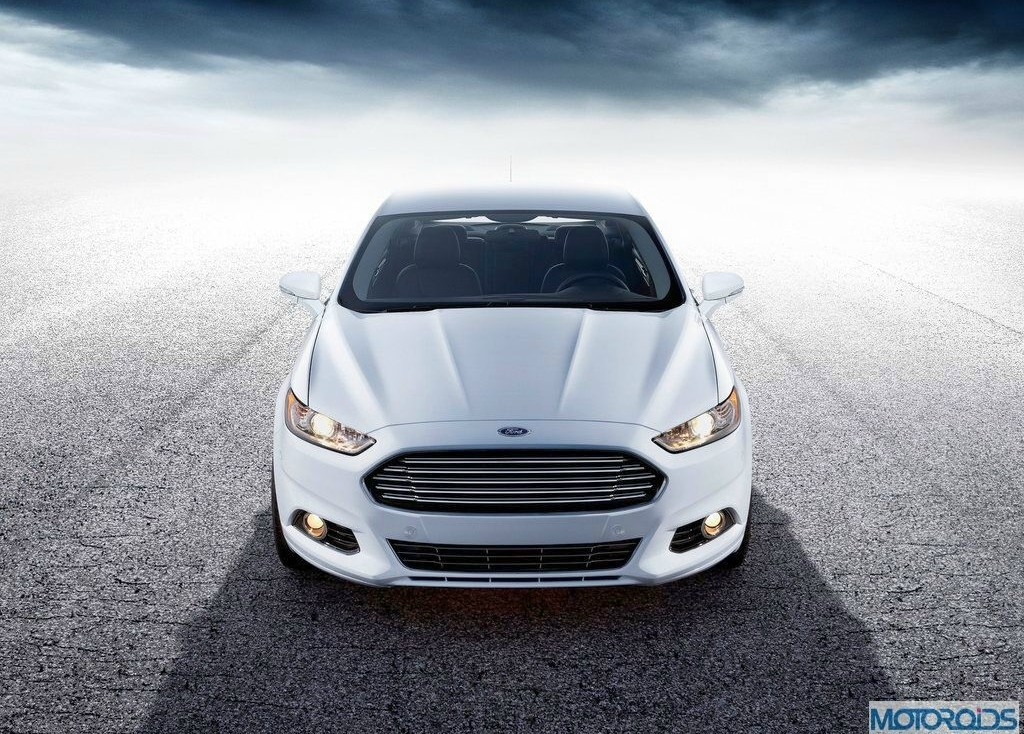 2013-Ford-Mondeo-8