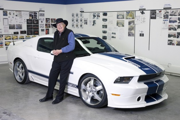 Carroll-Shelby-and-new-Mustang-GT350-627x416