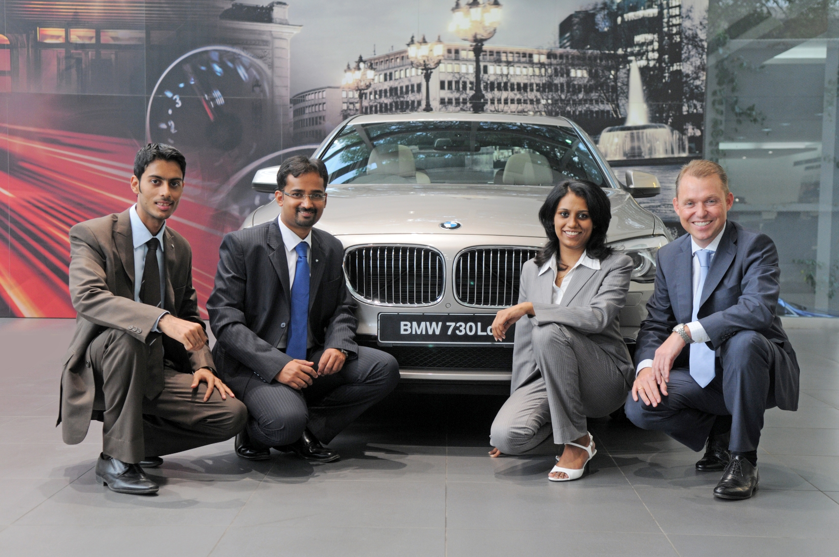 02-Dr-Andreas-Schaaf-President-BMW-India-with-the-Management-Associates-from-2011