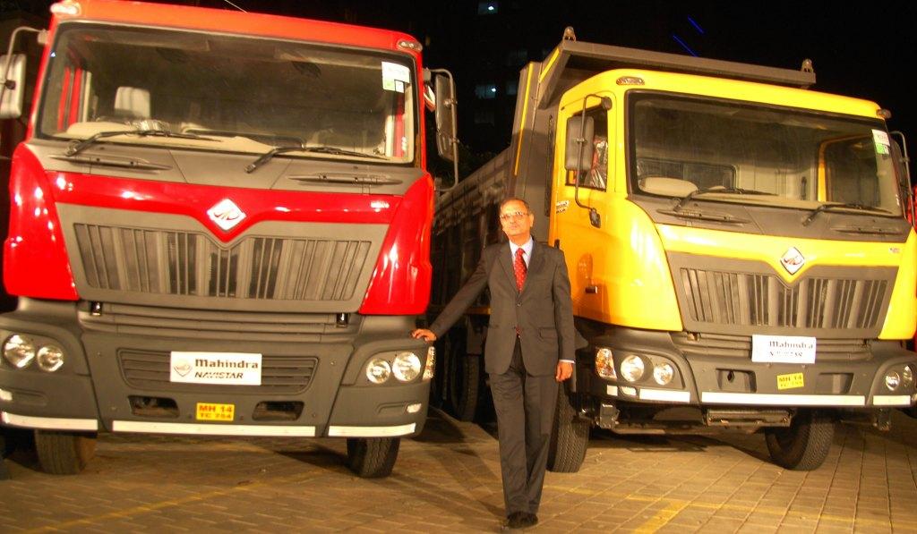 Mahindra-Navistar-5000th-truck