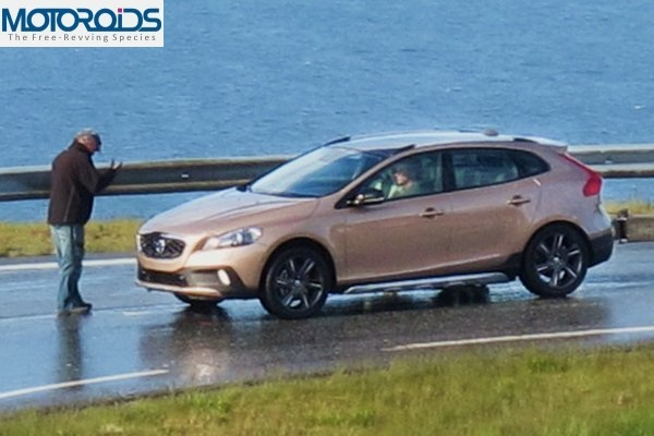 New-Volvo-XC40-Crossover-does-not-escape-disguised-Caught-undisguised