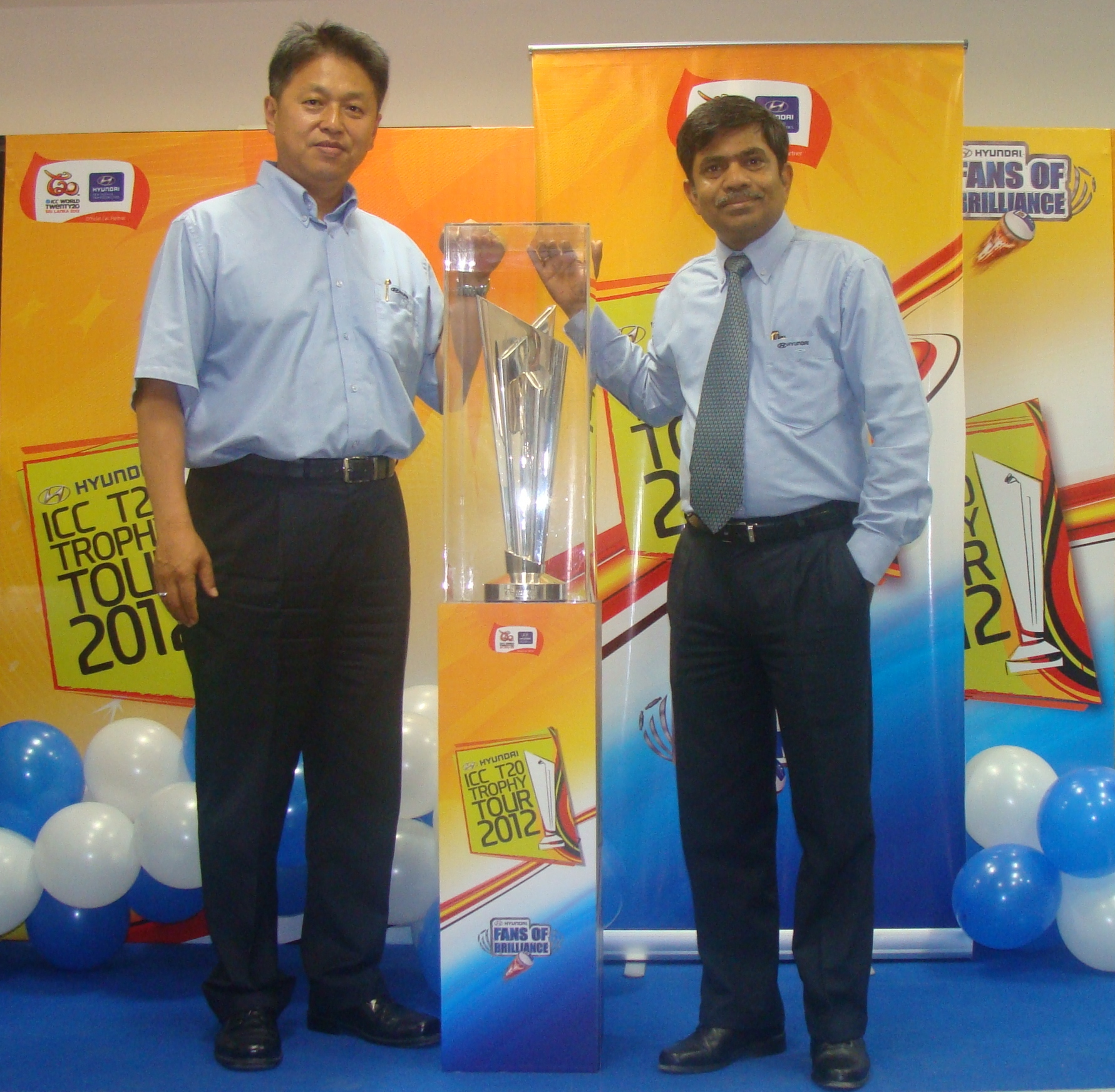 Mr-C-H-Han-ED-HMIL-and-Mr-Rakesh-Srivastava-VP-National-Sales-HMIL