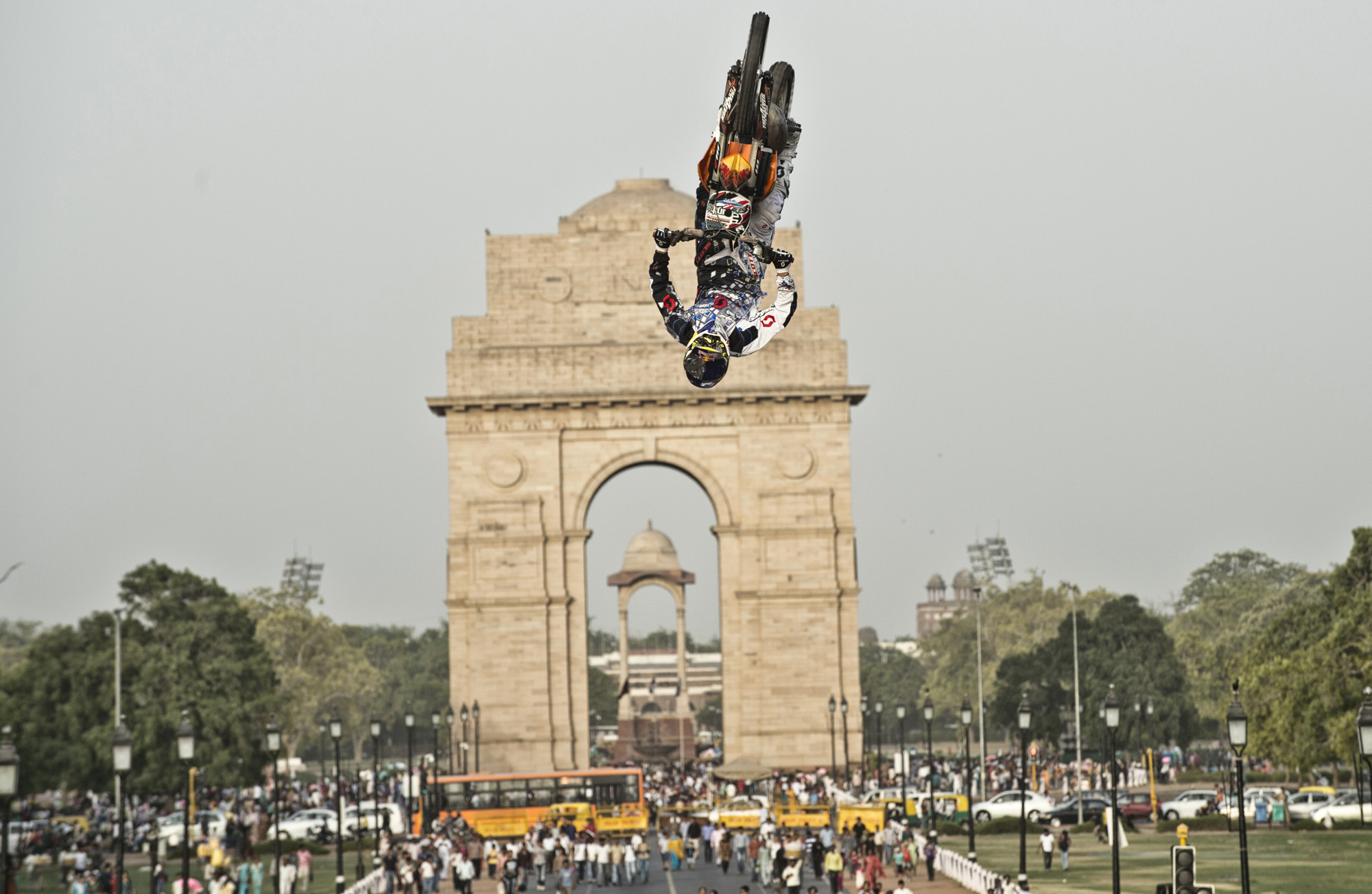 Red-Bull-X-Fighters-Jam-debut-in-front-of-the-iconic-India-Gate