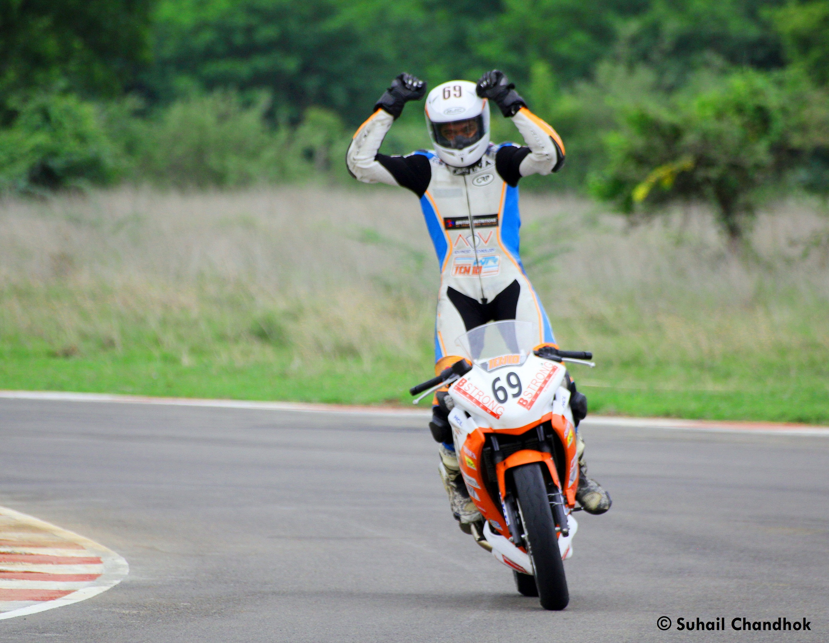 Sarath-Kumar-celebrates-his-win-in-the-Honda-CBR-250R-Open-category