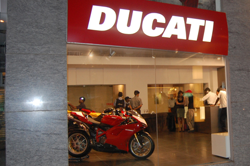 motoroids_ducati_showroom_ncr