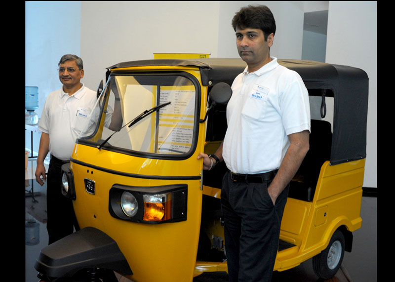 bajaj_re_vehicles_motoroids
