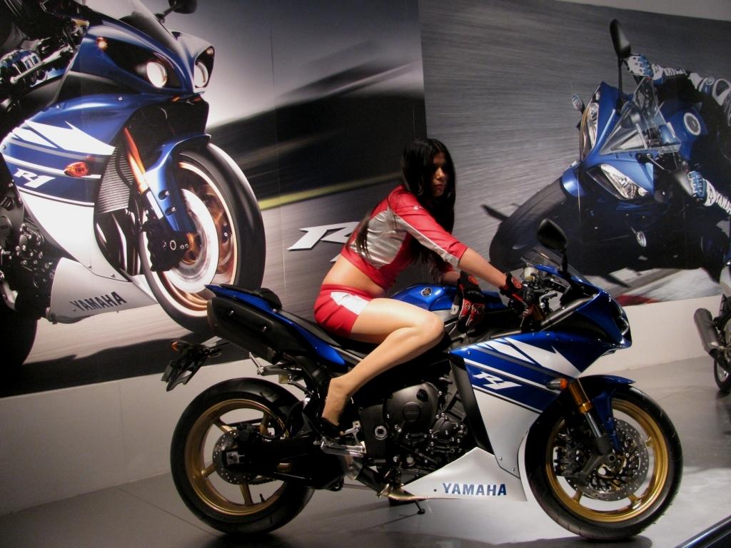 2010 blue r1