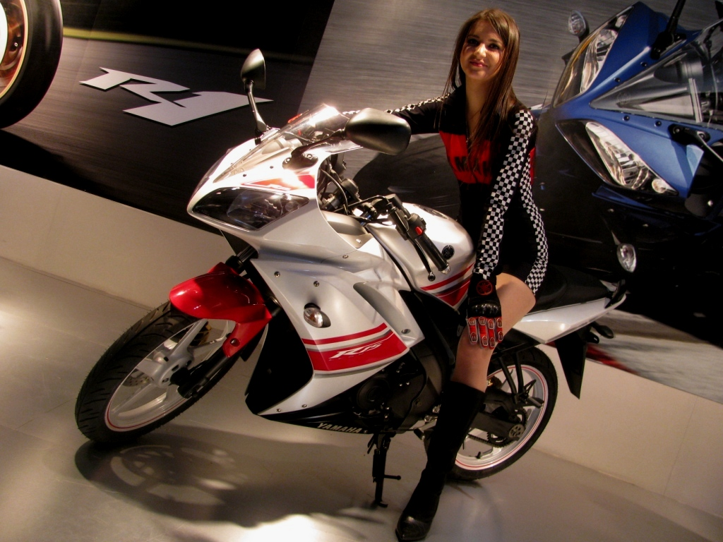 RED WHITE R15