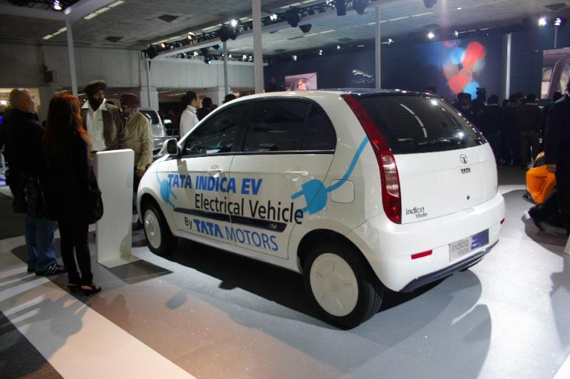 tata_indica_vista_auto_expo_2010_motoroids