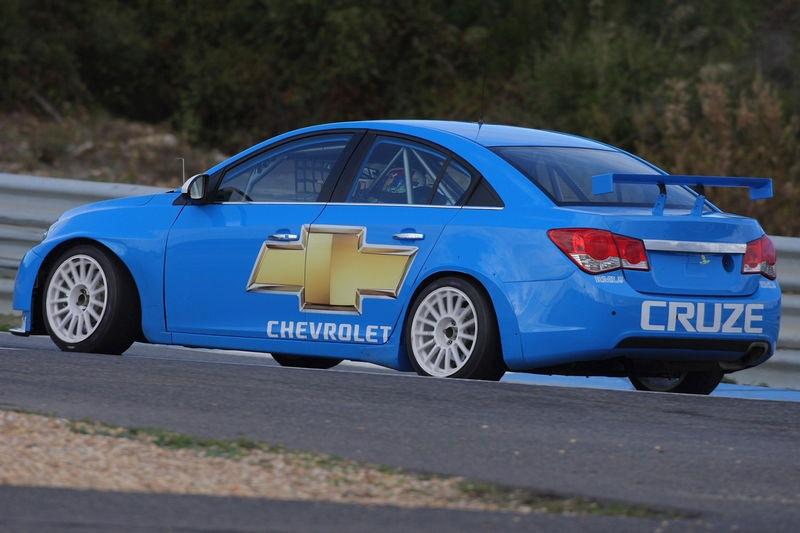 chevrolet cruze wtcc race car - www.motoroids.com