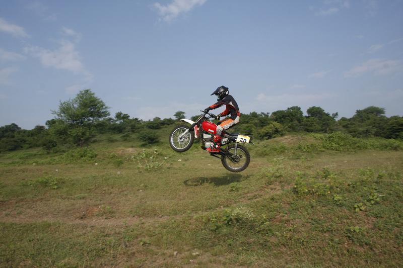 snehal chavan, motocross racer, motoroids,