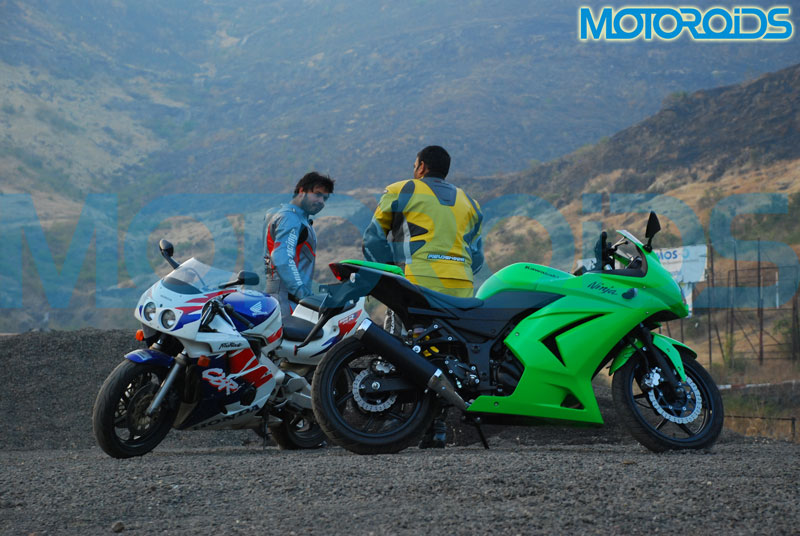 the ninja 250r takes on the cbr 400rr in a motoroids comparo