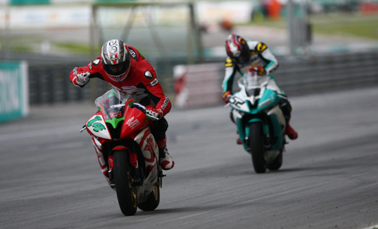 Glenn Allerton wins the Malaysian round of the Asian GP for Red Rooster Racing - www.motoroids.com