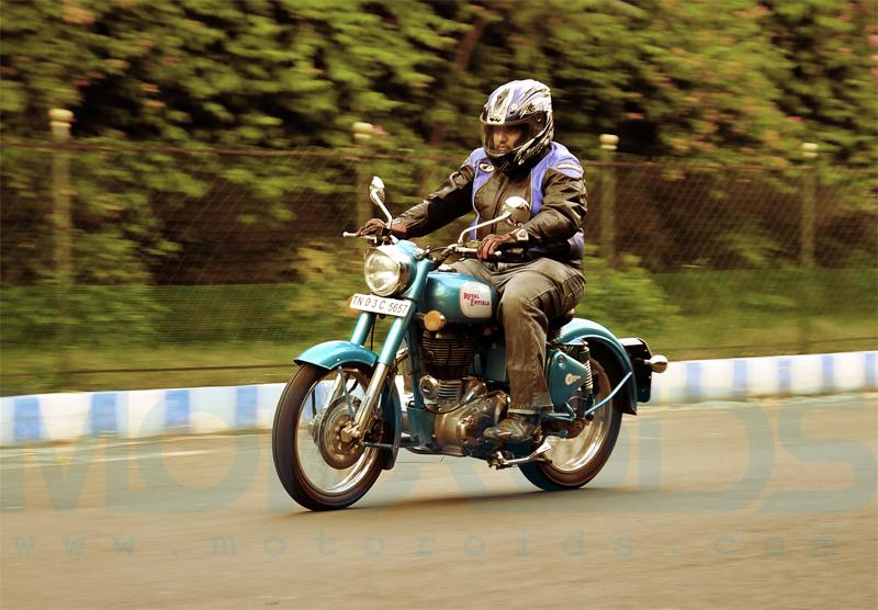 royal enfield classic 500 - On Road Action