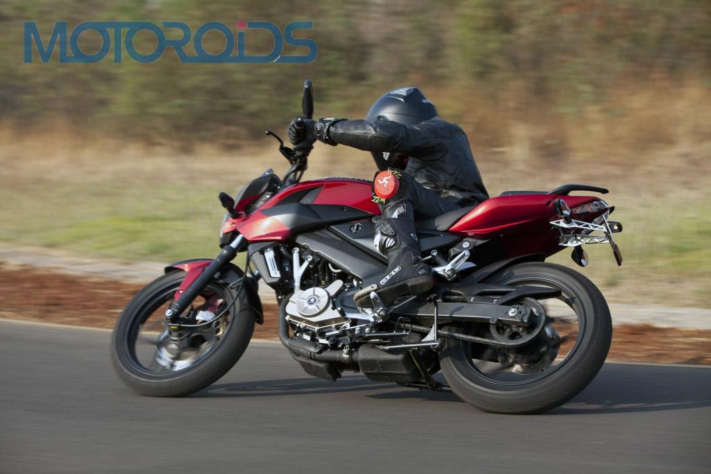 AUTOVELOs: Bajaj Pulsar New Model 200 NS Price Details