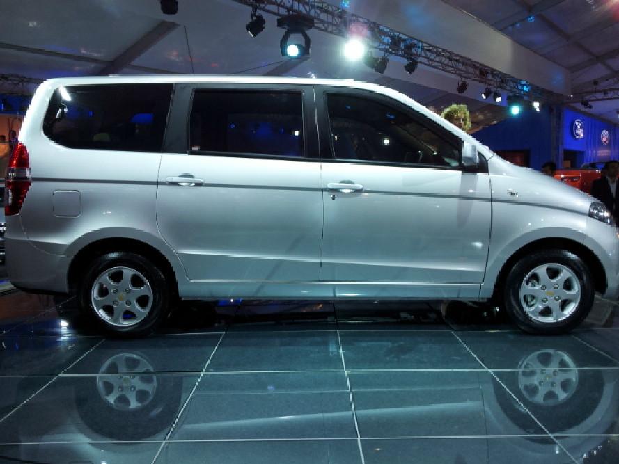 Chevrolet Enjoy Mpv Caught Testing In Mumbai Mid 2012 Launch