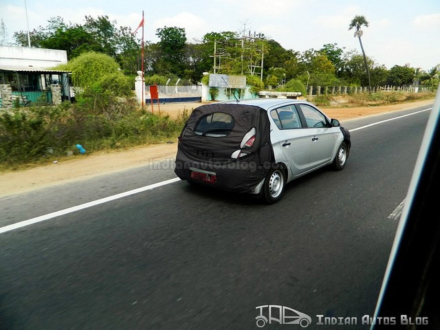 2013-Hyundai-i20-rear-spied-in-Chennai