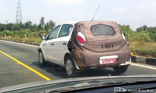 2013-Hyundai-i20-rear