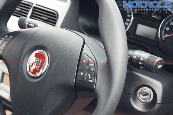 2010-Grande-Punto-90hp-India-Steering-Wheel