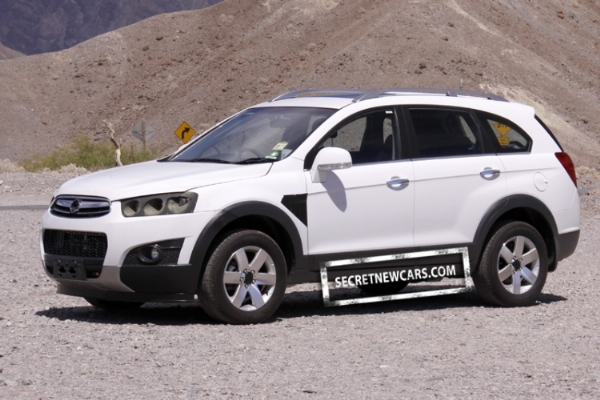 Spy pictures / images of the 2011 Chevrolet Captiva SUV facelift. Details and specifications for those who want to buy 2011 Chevrolet Captiva in India
