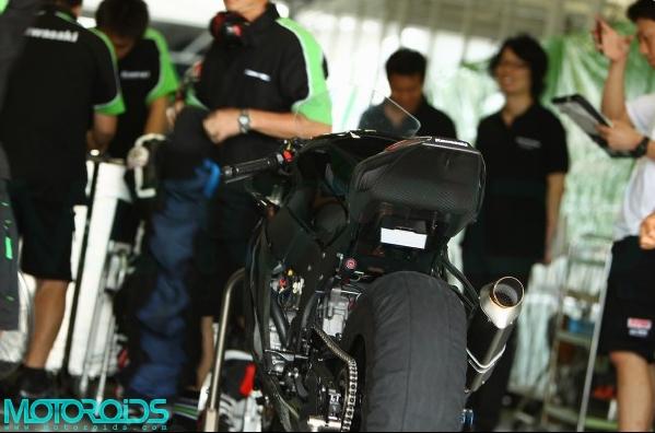 2011-Kawasaki-ZX10R-2