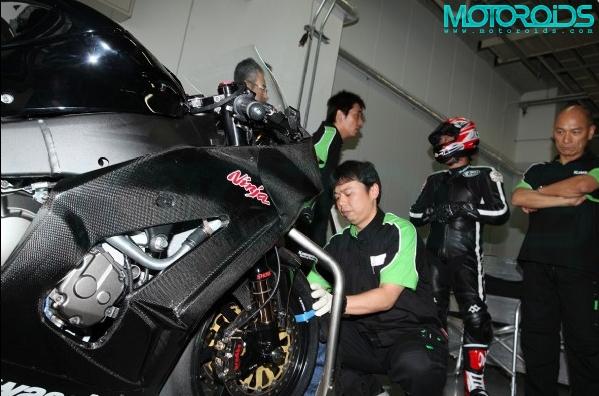 2011-Kawasaki-ZX10R-3